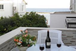 Балкон. Кипр, Декелия - Ороклини : Апартамент в 60 метрах от пляжа, с гостиной, двумя спальнями и балконом с боковым видом на море