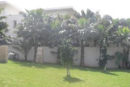 Кипр, Мутаяка Лимассол : Вилла с 3-мя спальнями, зелёным двориком и бассейном расположена в Лимассоле