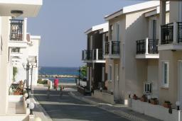 Территория. Кипр, Декелия - Ороклини : Двухэтажная вилла недалеко от пляжа с частичным видом на море, 3 спальни, 2 ванные комнаты, Wi-Fi