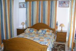 Спальня 2. Кипр, Декелия - Ороклини : Двухэтажная вилла недалеко от пляжа с частичным видом на море, 3 спальни, 2 ванные комнаты, Wi-Fi