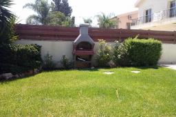 Кипр, Мутаяка Лимассол : Таунхаус с 3-мя спальнями в комплексе с общим бассейном, с бильярдом и зелёным садом
