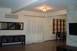 Кипр, Мутаяка Лимассол : Вилла с 3-мя спальнями, с бассейном и тенистой террасой с патио