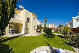 Территория. Кипр, Сиренс Бич - Айя Текла : Шикарная вилла с бассейном и зелёным двориком, с 3-мя спальнями, патио и барбекю