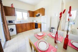 Кухня. Кипр, Сиренс Бич - Айя Текла : Шикарная вилла с бассейном и зелёным двориком, с 3-мя спальнями, патио и барбекю