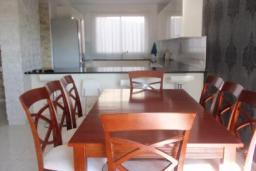 Кипр, Айос Тихонас Лимассол : Двухэтажный мезонет с гостиной и двумя отдельными спальнями, для 4 человек