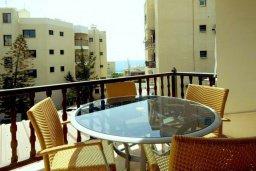 Балкон. Кипр, Айос Тихонас Лимассол : Апартамент в комплексе с бассейном, с гостиной и двумя спальнями, для 4 человек
