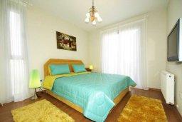 Спальня. Кипр, Пареклисия : Современная вилла с бассейном и зеленым двориком с барбекю, 3 спальни, 2 ванные комнаты, парковка, Wi-Fi