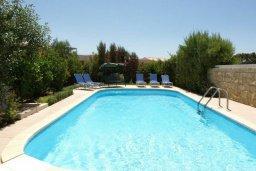 Бассейн. Кипр, Пареклисия : Современная вилла с бассейном и зеленым двориком с барбекю, 3 спальни, 2 ванные комнаты, парковка, Wi-Fi
