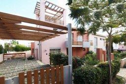 Фасад дома. Кипр, Пареклисия : Современная вилла с бассейном и зеленым двориком с барбекю, 3 спальни, 2 ванные комнаты, парковка, Wi-Fi