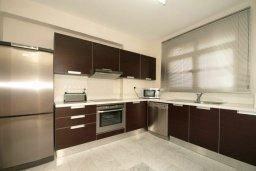 Кухня. Кипр, Пареклисия : Современная вилла с бассейном и зеленым двориком с барбекю, 3 спальни, 2 ванные комнаты, парковка, Wi-Fi