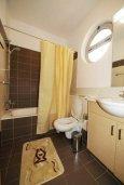 Ванная комната 2. Кипр, Пареклисия : Современная вилла с бассейном и зеленым двориком с барбекю, 3 спальни, 2 ванные комнаты, парковка, Wi-Fi