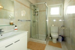 Ванная комната 2. Кипр, Гермасойя Лимассол : Апартамент в 15 метрах от пляжа, с балконом и видом на море, с гостиной, двумя отдельными спальнями и двумя ванными комнатами, для 4 человек