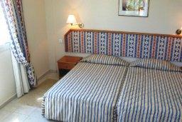 Спальня 2. Кипр, Си Кейвз : Вилла с 4-мя спальнями, с бассейном, патио и барбекю, расположена в Coral Bay