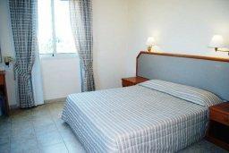 Спальня. Кипр, Си Кейвз : Вилла с 4-мя спальнями, с бассейном, патио и барбекю, расположена в Coral Bay