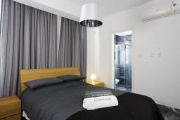 Спальня. Кипр, Пафос город : Красивая вилла с 2-мя спальнями, с бассейном и солнечной террасой, расположена в Пафосе