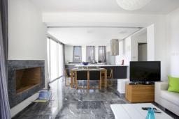 Гостиная. Кипр, Пафос город : Красивая вилла с 2-мя спальнями, с бассейном и солнечной террасой, расположена в Пафосе