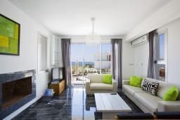 Гостиная. Кипр, Пафос город : Уютная вилла с бассейном и солнечной террасой, расположена в Пафосе