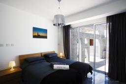 Спальня. Кипр, Пафос город : Уютная вилла с бассейном и солнечной террасой, расположена в Пафосе