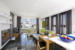 Гостиная. Кипр, Пафос город : Уютная вилла с бассейном и приватным двориком с барбекю, расположена в центре Пафоса