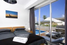Спальня. Кипр, Пафос город : Уютная вилла с бассейном и приватным двориком с барбекю, расположена в центре Пафоса