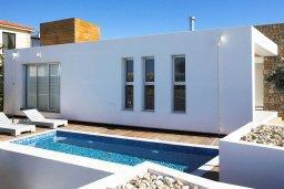 Фасад дома. Кипр, Пафос город : Уютная вилла с бассейном и приватным двориком с барбекю, расположена в центре Пафоса