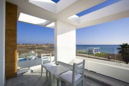 Балкон. Кипр, Пафос город : Потрясающая вилла с панорамным видом на море, с 3-мя спальнями, с бассейном и солнечной террасой, расположена в Пафосе