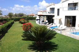 Кипр, Киссонерга : Вилла с видом на море, с 3-мя спальнями, с бассейном, зелёной территорией с патио и барбекю