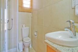 Кипр, Афродита Хиллз : Апартамент с гостиной, тремя отдельными спальнями и двумя ванными комнатами, для 6 человек