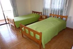 Спальня 2. Кипр, Декелия - Ороклини : Апартамент возле пляжа с балконом и шикарным видом на море, с гостиной и двумя спальнями