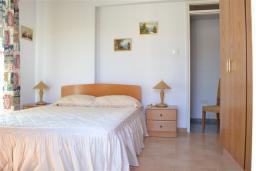 Спальня 2. Кипр, Декелия - Ороклини : Двухэтажная вилла недалеко от пляжа, с зеленым двориком и большим балконом, 4 спальни, 2 ванные комнаты, Wi-Fi