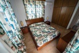Спальня. Кипр, Декелия - Ороклини : Двухэтажная вилла недалеко от пляжа, с зеленым двориком и большим балконом, 4 спальни, 2 ванные комнаты, Wi-Fi
