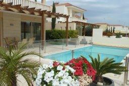 Бассейн. Кипр, Декелия - Ороклини : Прекрасная вилла с бассейном в 115 метрах от пляжа, 3 спальни, 2 ванные комнаты, барбекю, парковка, Wi-Fi