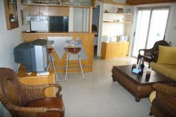 Кипр, Центр Лимассола : Апартамент в 50 метрах от пляжа, с гостиной и отдельной спальней, для 2 человек