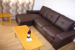 Кипр, Айос Тихонас Лимассол : Апартамент в 50 метрах от пляжа, с гостиной и отдельной спальней, для 2 человек