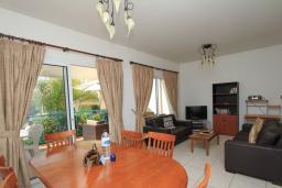 Гостиная. Кипр, Гермасойя Лимассол : Мезонет с большой гостиной, тремя отдельными спальнями и двумя ванными комнатами, для 6 человек