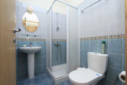 Ванная комната 2. Кипр, Гермасойя Лимассол : Мезонет с большой гостиной, тремя отдельными спальнями и двумя ванными комнатами, для 6 человек