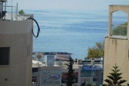 Вид на море. Кипр, Айос Тихонас Лимассол : Апартамент в комплексе с бассейном, с гостиной и двумя отдельными спальнями, для 4 человек