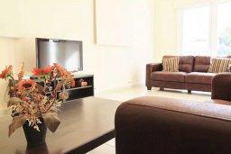 Гостиная. Кипр, Ларнака город : Вилла с 3-мя спальнями, с бассейном и приватным двориком, расположена в Ларнаке