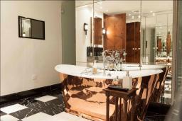 Ванная комната 2. Кипр, Св. Рафаэль Лимассол : Шикарная вилла с видом на море, с 4-мя спальнями, с бассейном, беседкой и барбекю, расположена в Лимассоле