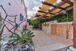Территория. Кипр, Св. Рафаэль Лимассол : Великолепная вилла с бассейном и двориком барбекю и патио, 3 спальни, 2 ванные комнаты, парковка, Wi-Fi