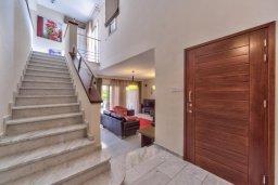 Лестница наверх. Кипр, Св. Рафаэль Лимассол : Великолепная вилла с бассейном и двориком барбекю и патио, 3 спальни, 2 ванные комнаты, парковка, Wi-Fi