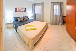 Кипр, Св. Рафаэль Лимассол : Двухуровневый мезонет в 50 метрах от пляжа, с гостиной и двумя отдельными спальнями, для 4 человек