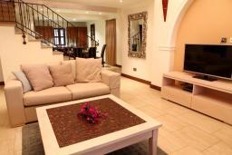 Кипр, Афродита Хиллз : Красивая вилла с видом на море, с 3-мя спальнями, с бассейном, расположена в Афродита Хиллз