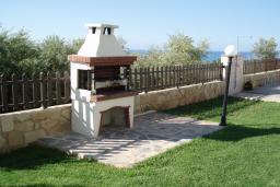 Кипр, Киссонерга : Вилла с видом на море, с 4-мя спальнями, с бассейном, c зелёным садом с патио и барбекю, расположена в Coral Bay