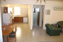 Кипр, Киссонерга : Вилла с 3-мя спальнями, с бассейном, расположена в Coral Bay