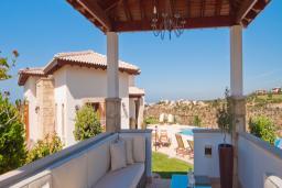 Кипр, Афродита Хиллз : Уютная вилла с 3-мя спальнями, с бассейном, расположена в Афродита Хиллз