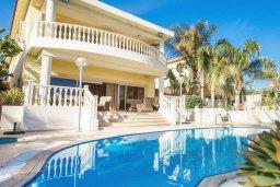 Фасад дома. Кипр, Декелия - Ороклини : Потрясающая вилла на побережье Ларнаки с видом на море, с 5-ю спальнями, с бассейном, уютным патио и барбекю