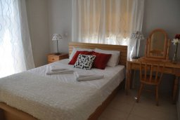 Спальня. Кипр, Пернера : Апартамент в 100 метрах от пляжа, с большой гостиной, двумя отдельными спальнями и балконом с видом на море