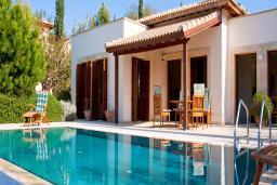 Кипр, Афродита Хиллз : Вилла с 3-мя спальнями, с бассейном, тенистой террасой с патио и барбекю, расположена в Афродита Хиллз