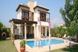 Кипр, Афродита Хиллз : Вилла с3-мя спальнями, с бассейном,зелёным садом с патио и барбекю, расположена в Афродита Хиллз